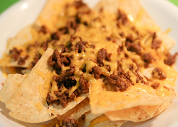 GROUND-BEEF-AND-CHEESE-NACHOS